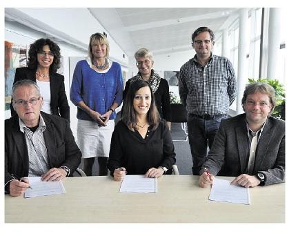 Die Unterzeichner des Kooperationsvertrags im August 2015