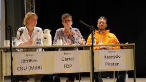 Die Kandidaten der sechs geladenen Parteien in der Aula der GSG Lünen (2)