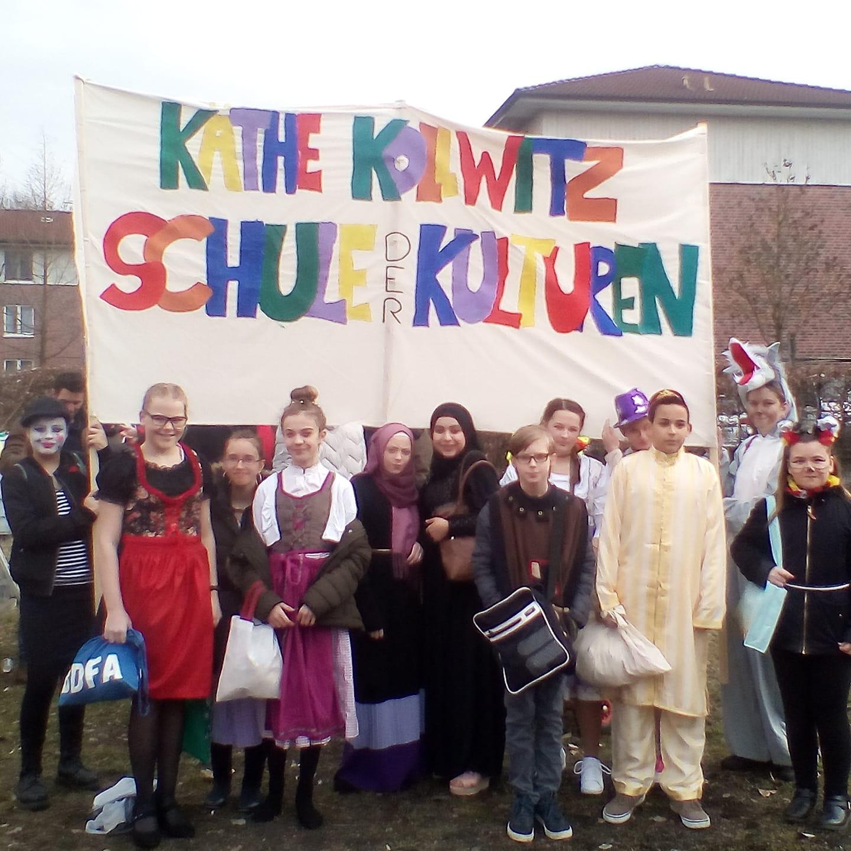 """Als """"Schule der Kulturen"""" beim Karnevalsumzug Lünen-Süd"""