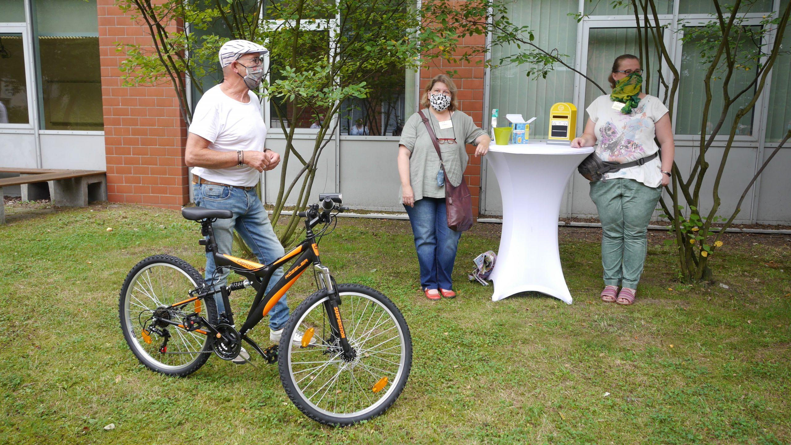 Gewinner des Fahrrades bei der Tombola zur Einschulung